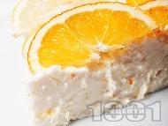 Рецепта Лесен и бърз домашен чийзкейк с цитрусови плодове (лимони и портокали), рикота (или извара) и цедено кисело мляко (с желатин, без печене)